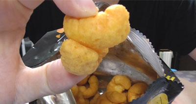 大人の贅沢カール 濃厚炙りチーズ味(明治)4