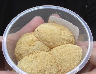 黒蜜付き ひとくちきな粉もち バニラクリーム入り2