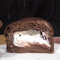 ブランのほろにがショコラ&ホイップパン(ローソン)s2