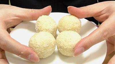 業務スーパーこしあん入りごま団子3