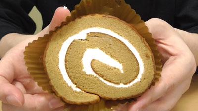 大豆粉とブランのしっとりロール(ローソン)2