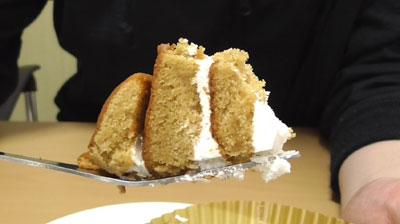 大豆粉とブランのしっとりロール(ローソン)6