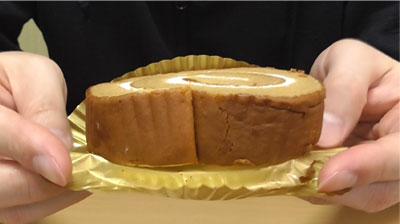 大豆粉とブランのしっとりロール(ローソン)4