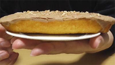 アーモンドショコラケーキ ミルククリームサンド(ヤマザキ)4