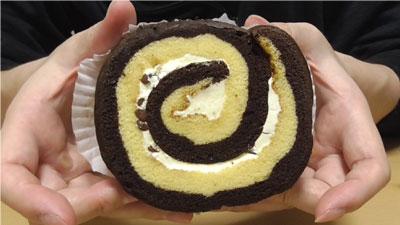 厚切りチョコバナナロール(山崎製パン)2