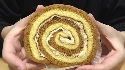 りんごとカラメルのロールケーキ(ヤマザキ)2