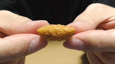 燻製香るスモークサラミのチーズインスナック(セブンイレブン)4
