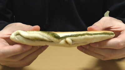 抹茶もちあんぱん(ファミリーマート)4