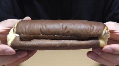 カスタードホイップパン(ファミリーマート)3