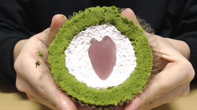 桜と抹茶のロールケーキ3