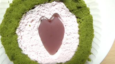 桜と抹茶のロールケーキ6