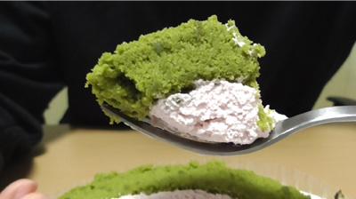 桜と抹茶のロールケーキ7