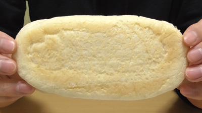 もっちりとした白いコッペパン4