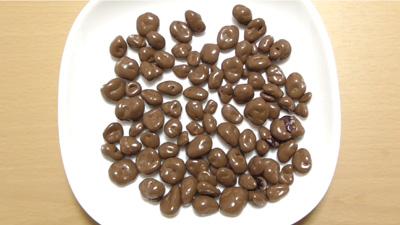 業務スーパークランベリーミルクチョコレートコーティング4
