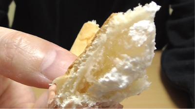 白桃を味わうもちっとパン 白桃ジャム&ホイップ13