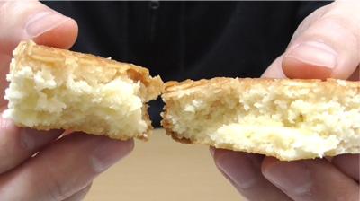 カリッと食感のアーモンドとしっとり生地のフロランタン風ケーキ11