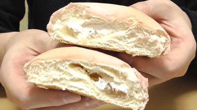 白桃を味わうもちっとパン 白桃ジャム&ホイップ9