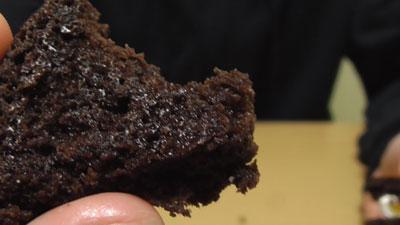 もっちりしたマシュマロクリームをサンドしたブラウニーケーキ(ファミリーマート)14