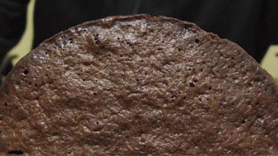 もっちりしたマシュマロクリームをサンドしたブラウニーケーキ(ファミリーマート)4