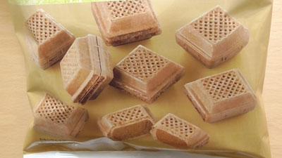 ふんわりさくさく軽い食感-ひとくちチョコモナカ(セブンイレブン×名糖産業株式会社)2