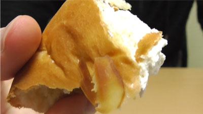 たっぷりホイップのチョコクリームパン(神戸屋)17