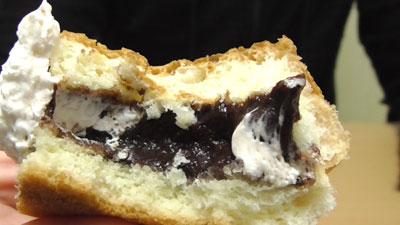 たっぷりホイップのチョコクリームパン(神戸屋)16