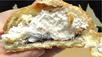 たっぷりホイップのチョコクリームパン(神戸屋)10