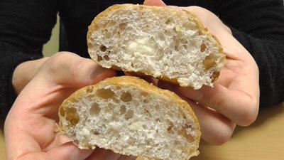 マチノパン-もち麦とくるみのチーズクリームパン-2個入り(ローソン)9