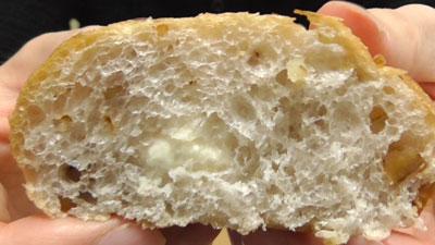 マチノパン-もち麦とくるみのチーズクリームパン-2個入り(ローソン)12