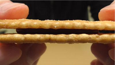 業務スーパー-バターココナツサンドチョコレート7