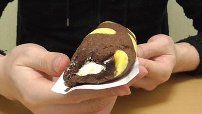 ロールちゃん-チョコバナナ-チョコスポンジとバナナクリーム(山崎製パン)4