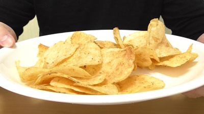 ガスト-ポテトチップス-チーズINハンバーグ味(山芳製菓株式会社)5