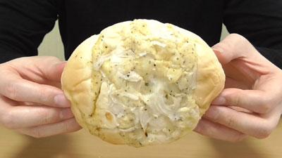 オニオンチーズパン(フジパン)3